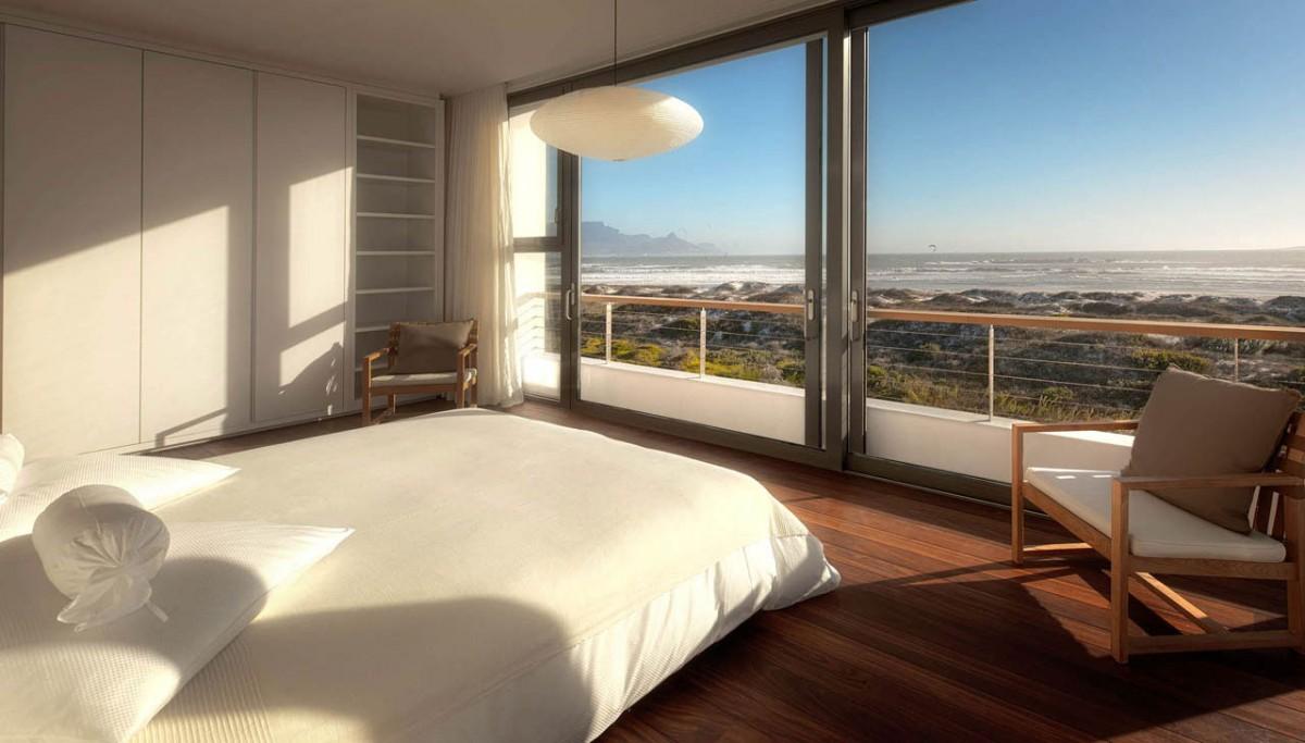 Sypialnia z dużymi przeszkleniami