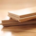Lite czy warstwowe – czyli jak wybrać drewnianą podłogę