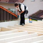Błędy, które każdy z nas popełnia podczas budowy dachu