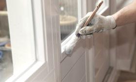Sprawdzone sposoby na stare drzwi. Jak odnowić?