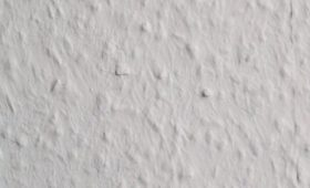 Raufaza – czyli tapeta do malowania. Czy warto wybrać?