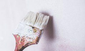 Czy tapetę można pomalować? 5 skutecznych metod!
