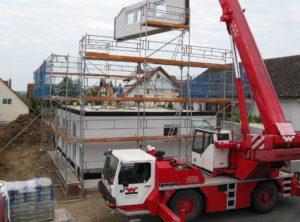 Budowa domu z wykorzystaniem dźwigu